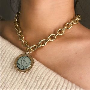 Gold Chain Necklace w Resin Decorative stone